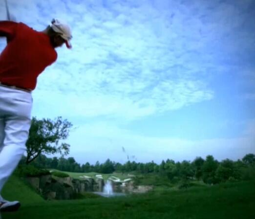 打高尔夫球实拍片段
