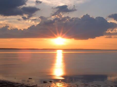 太阳从云层中出来实拍片段