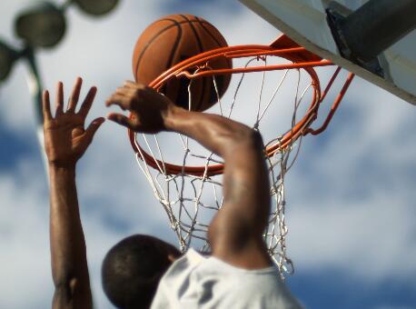 打篮球实拍片段