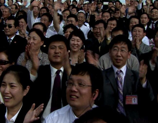拍手的人群视频片段
