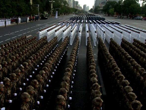 整齐排列的军人视频片段